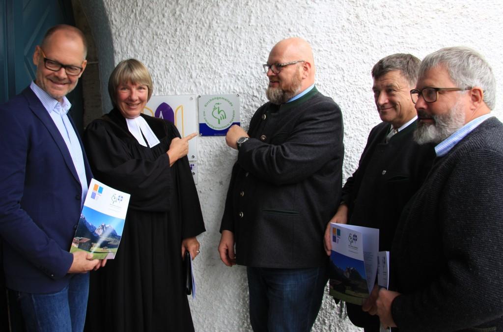 Klerus und Prominenz (Dr. Schürger, Umweltbeauftragter der ELKB, Landrat Anton Speer, Markus Kollmannsberger, Vorsitzender Agenda 21)