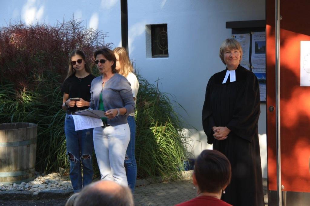 Pfarrerin Wilhelm und Team